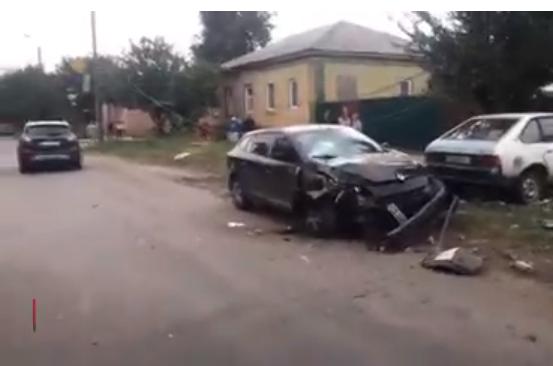 Сын мэра умудрился разбить машину в хлам; к счастью, пострадал лишь столб