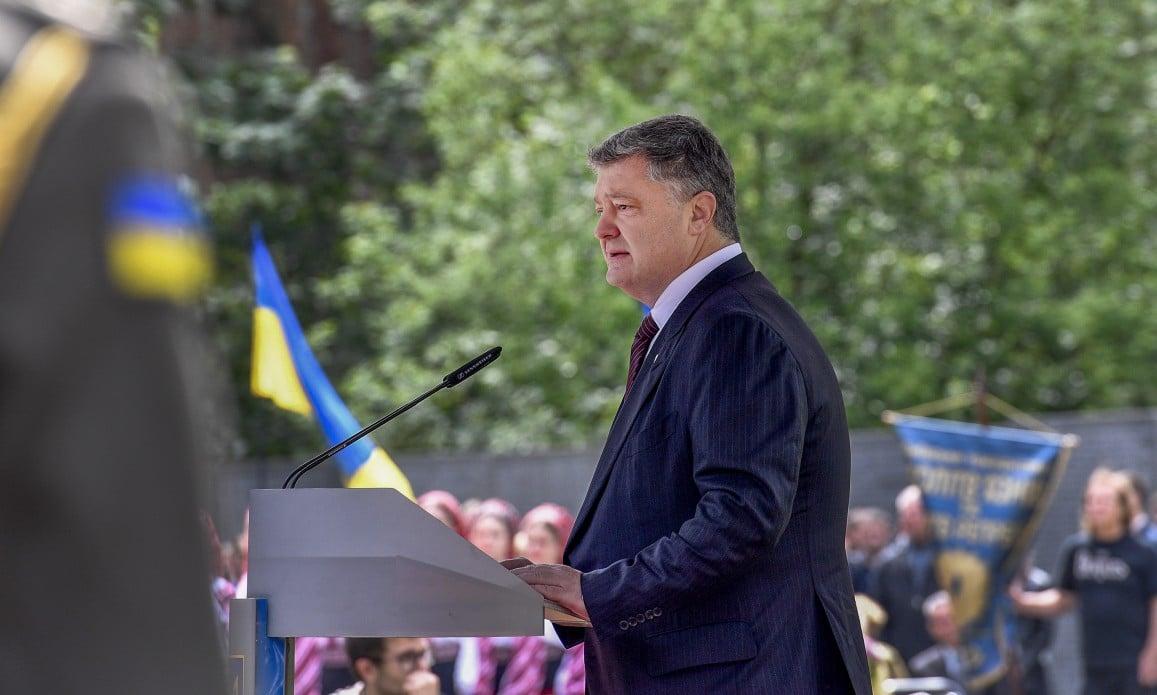 Петр Порошенко заявил, что на Донбассе погибло почти три тысячи украинских солдат