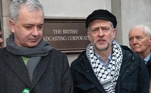 Эндрю Мюррей (справа) известен, как прокремлевски настроенный политик