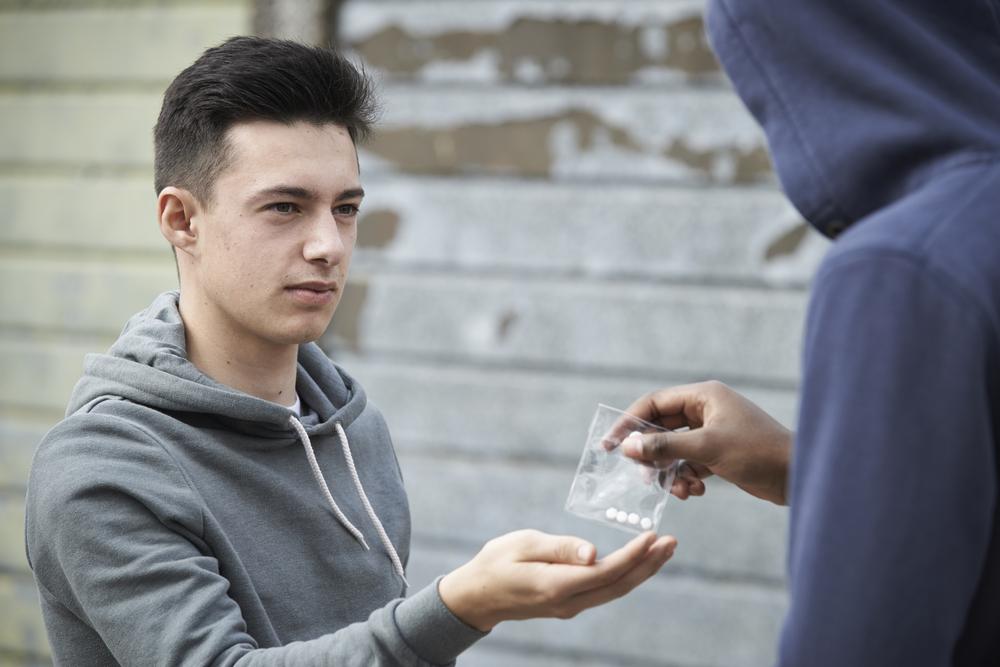 подросток, наркотики