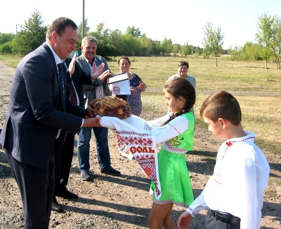 На торжественное открытие остановок и площадок для сбора отходов в Польной якобы не потратили бюджетные деньги