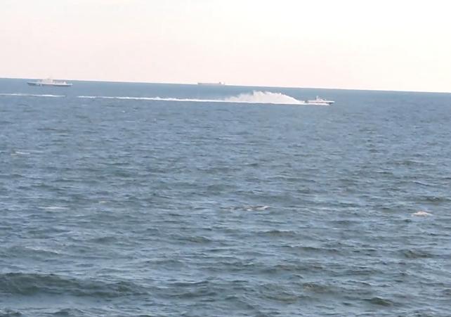 В ВМС сообщили, что в Азовском море российский катер устроил провокацию, но ее пресекли