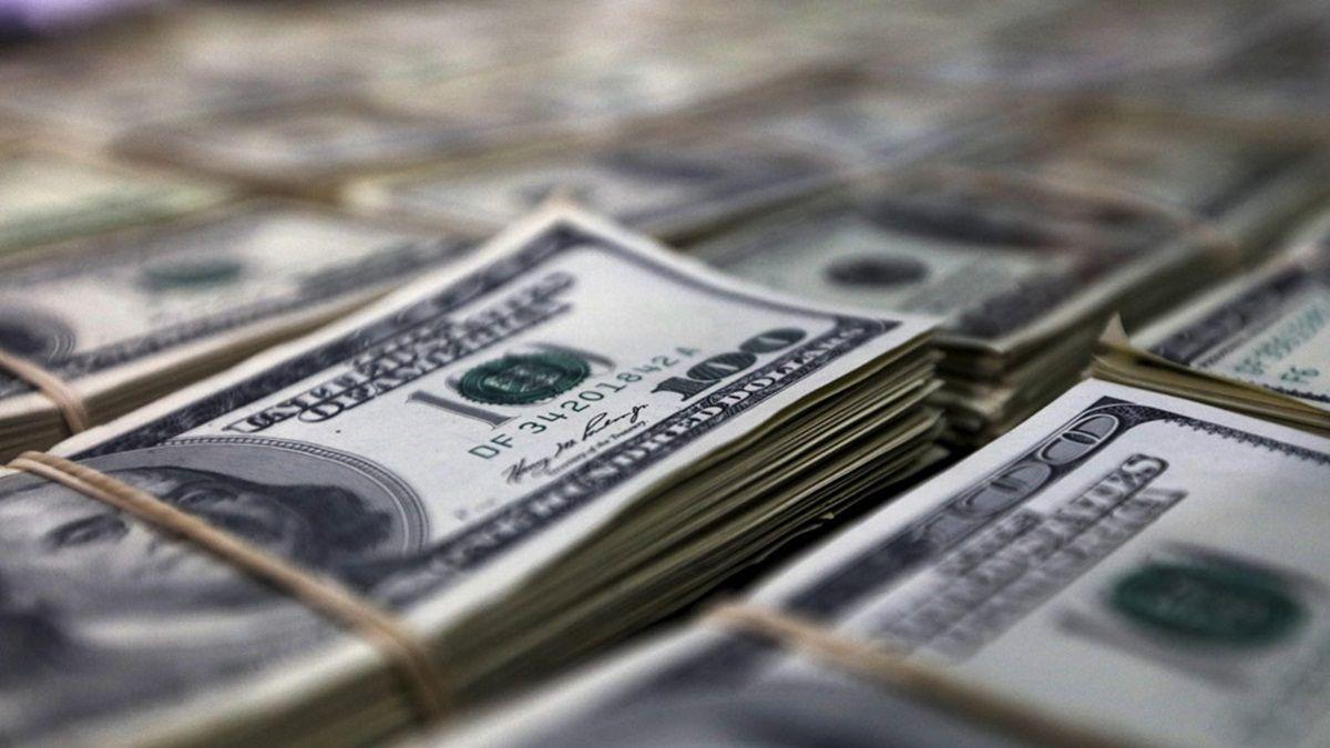 Доллар и евро грустно катятся вниз
