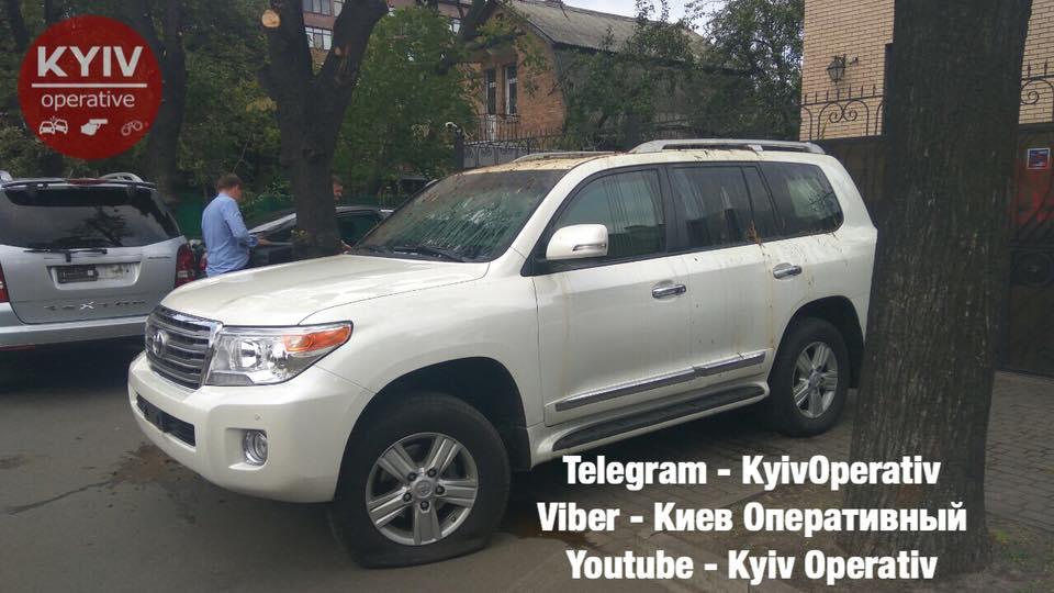 Облили фекалиями авто российских дипломатов