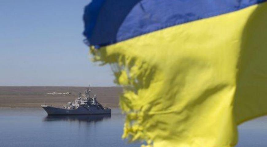 Эксперт полагает, что Украине нужно организовать сопровождение грузовых кораблей, идущих в азовские порты, военными катерами