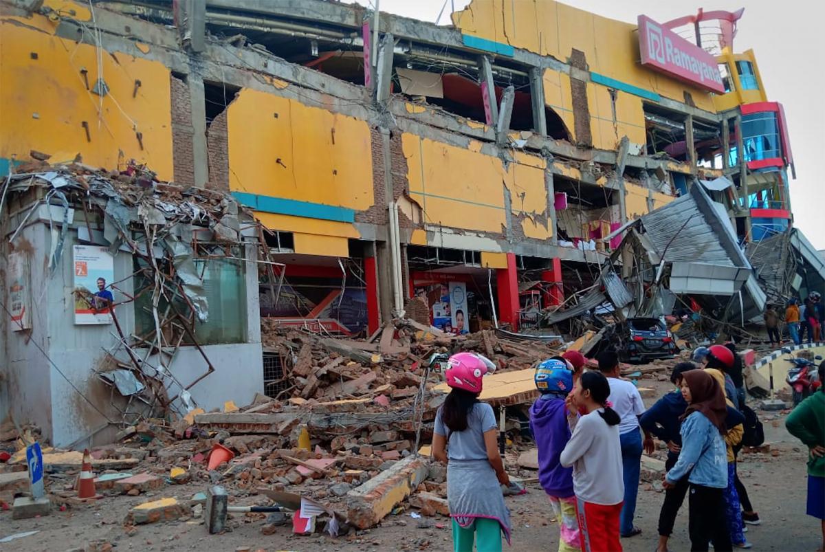 В Индонезии бушевала стихия, сотни людей погибли