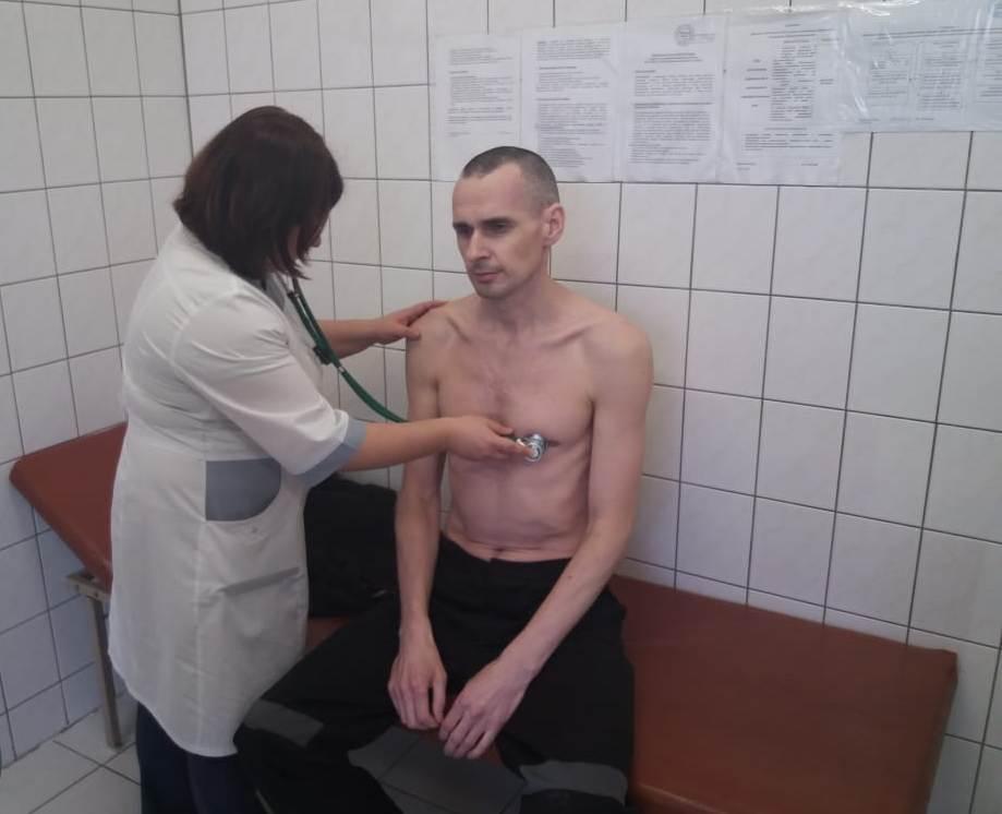 Сенцова заставили прекратить голодать - на 145-й день