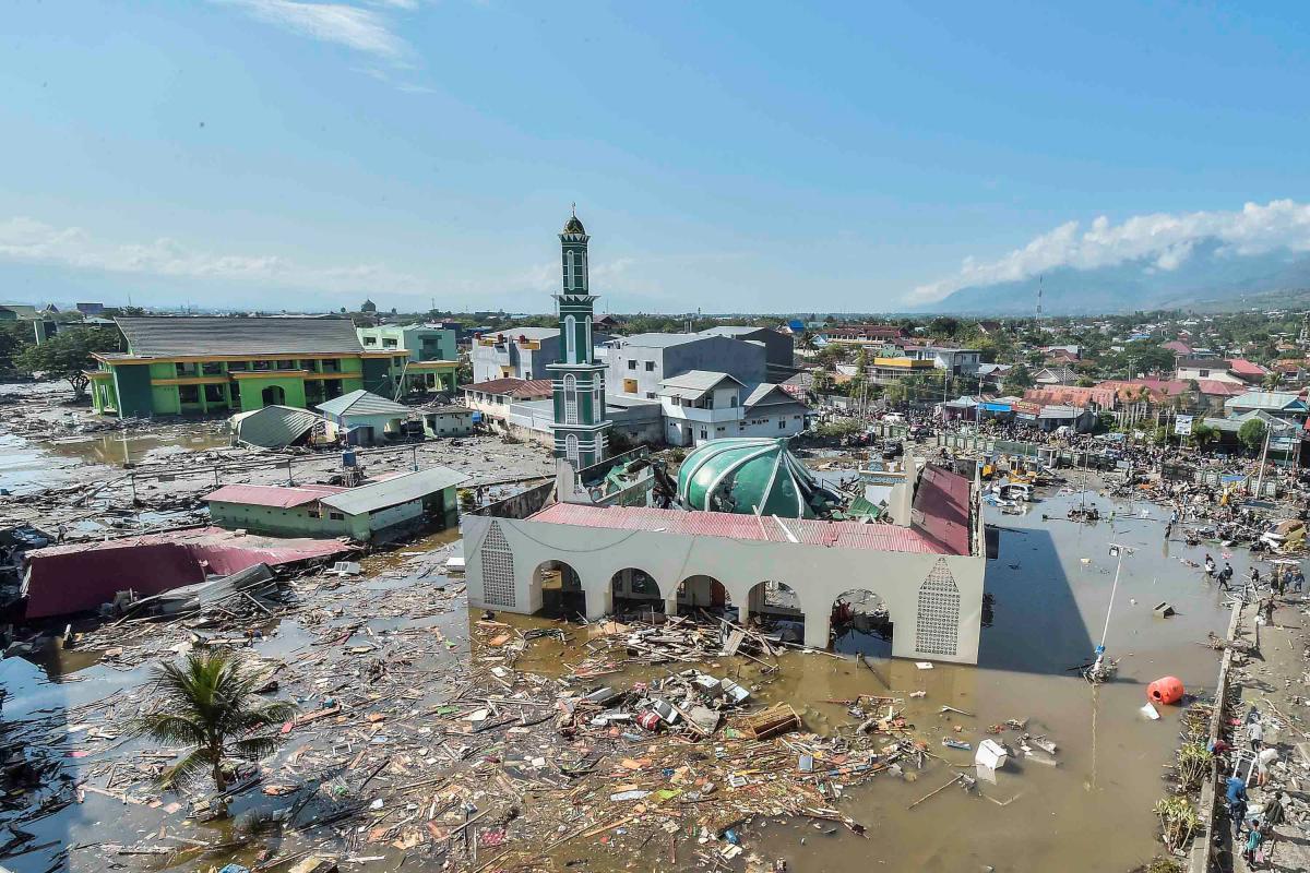 В Индонезии возросло число жертв цунами
