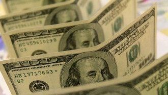 Нацбанк на 12 копеек снизил курс гривны к доллару