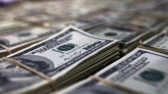 Аналитик спрогнозировал, что в ближайшее время в Украине курс доллара немного снизится