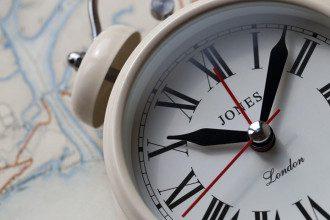 Врачи посоветовали, что для крепкого сна после перевода часов нужно пересмотреть свой рацион
