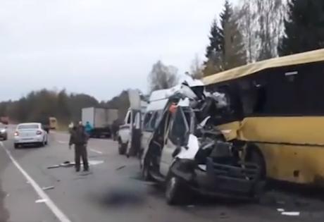 В Тверской области РФ не разминулись автобус и маршрутка, 13 жертв