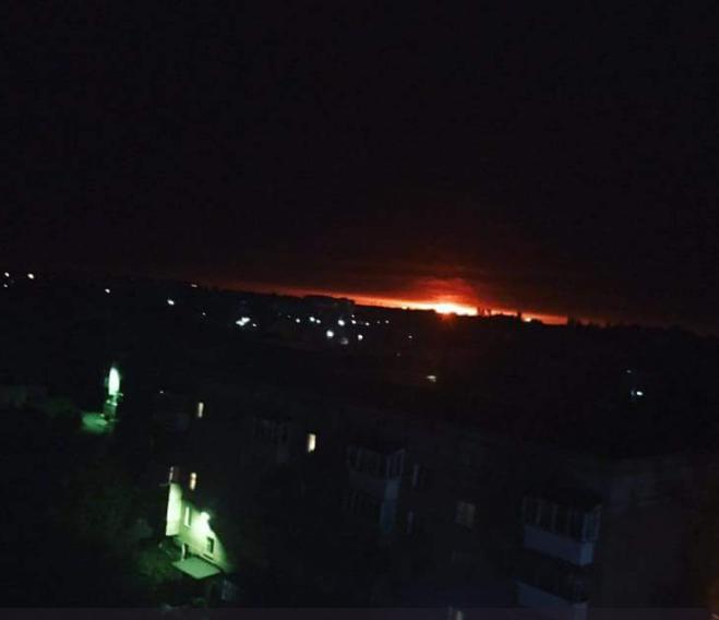 Генерал-разведчик полагает, что халатность, поджег, теракт или диверсия являются основными версиями взрывов на арсенале на Черниговщине