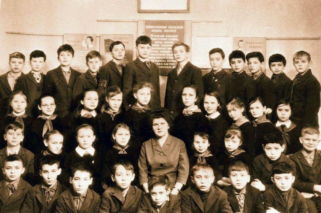 В Сети высмеяли школьное фото Владимира Путина