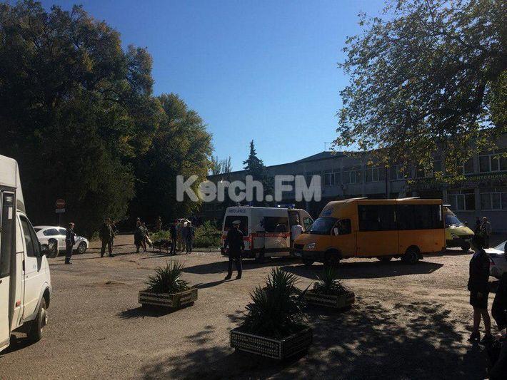В Керчи в результате взрыва в политехническом колледже погибли люди, выяснили журналисты