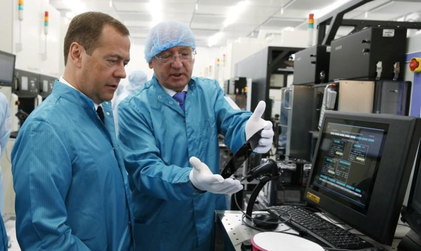 Медведев инспектировал завод перед открытием