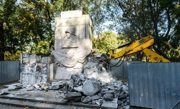 Снос монумента в Скаришевском парке