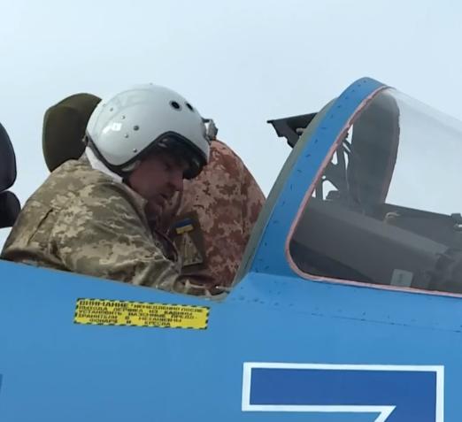 Опубликовано видео, на котором заснята подготовка к вылету пилотов Су-27