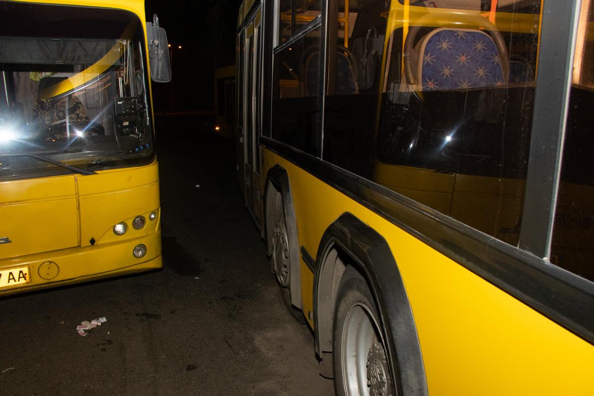 В Киеве два автобуса убили женщину-кондуктора