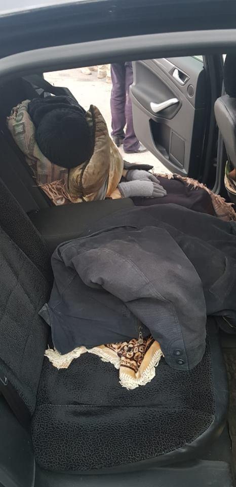Россиянин попытался провезти в Украину умершую женщину под видом живой. Фото 18+
