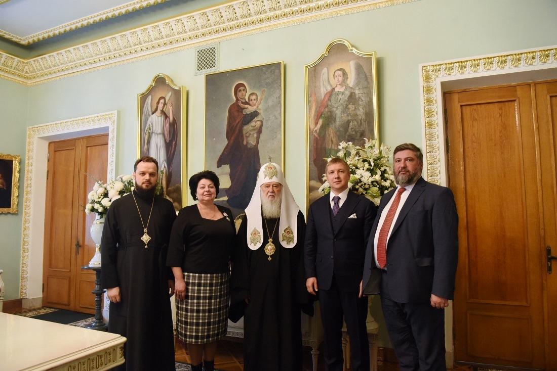Патриарх, Коболев и компания
