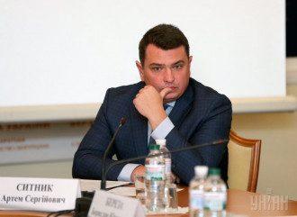 Директор НАБУ намекнул, что к размещению рекламы с его портретом в метро Киева причастен Сергей Березенко