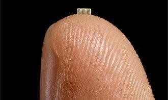 Размер шпионского китайского чипа, встроенный в материнскую плату / Bloomberg