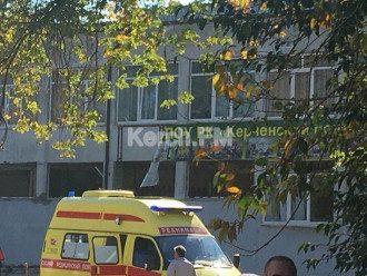 Директор колледже в Керчи сообщила, что учебном заведении взорвали холл, а потом расстреливали людей