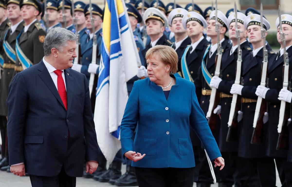 Петр Порошенко встретил Ангелу Меркель у Мариинского дворца