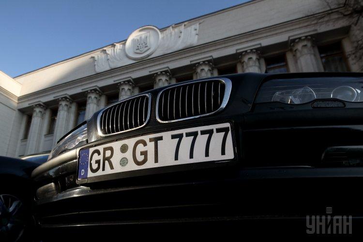 Рада приняла закон о растаможке авто на еврономерах