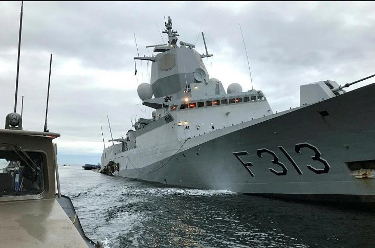 Полузатонувший фрегат норвежских ВМС