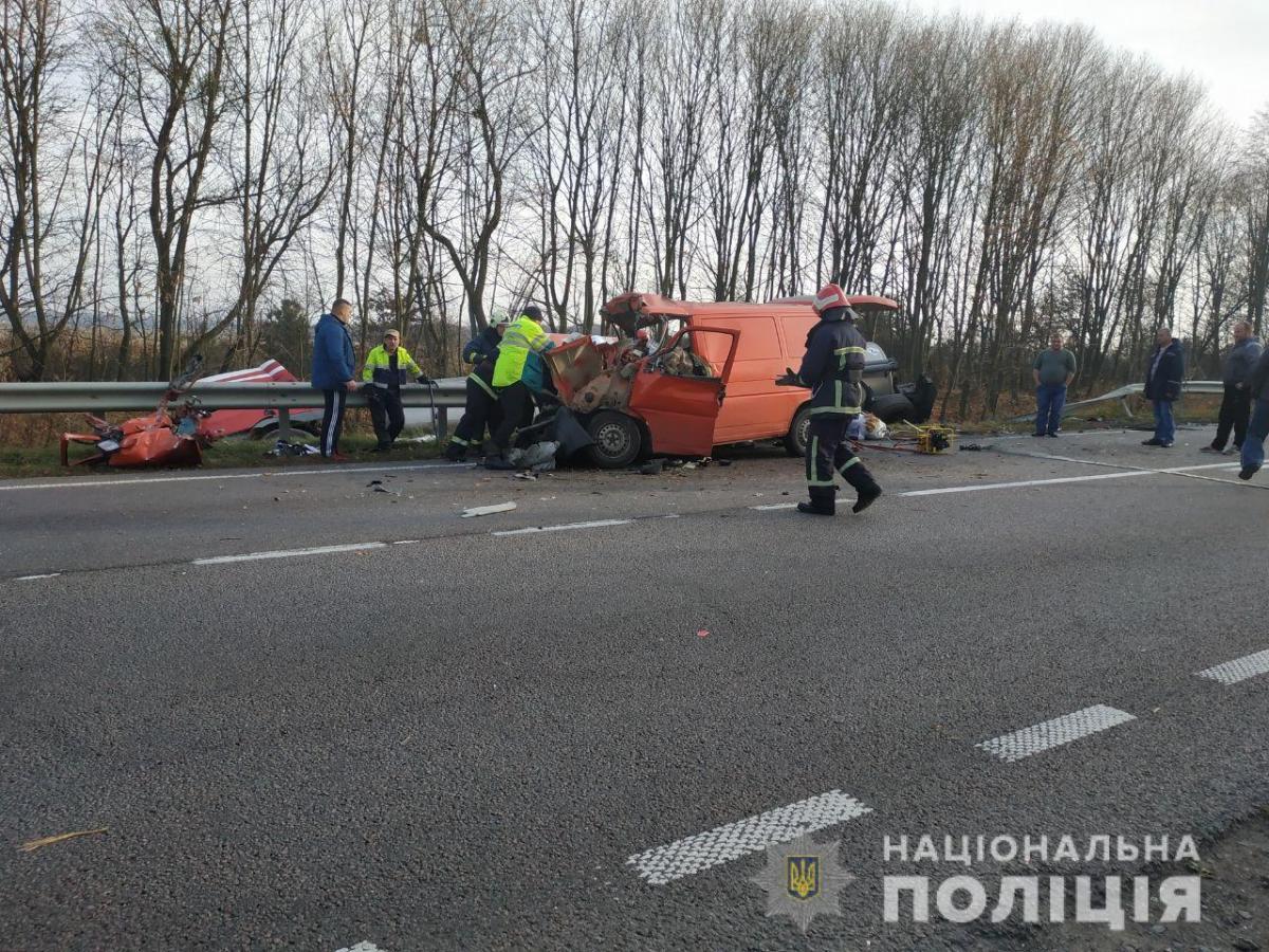 После столкновения с грузовиком маршрутка