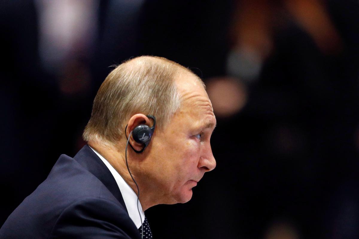 Владимир Путин будет добиваться возвращения части Донбасса под контроль Киева на своих условиях, полагает Игорь Романенко