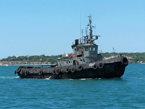 """Российский корабль """"Дон"""" получил пробоину в результате тарана украинского буксира"""
