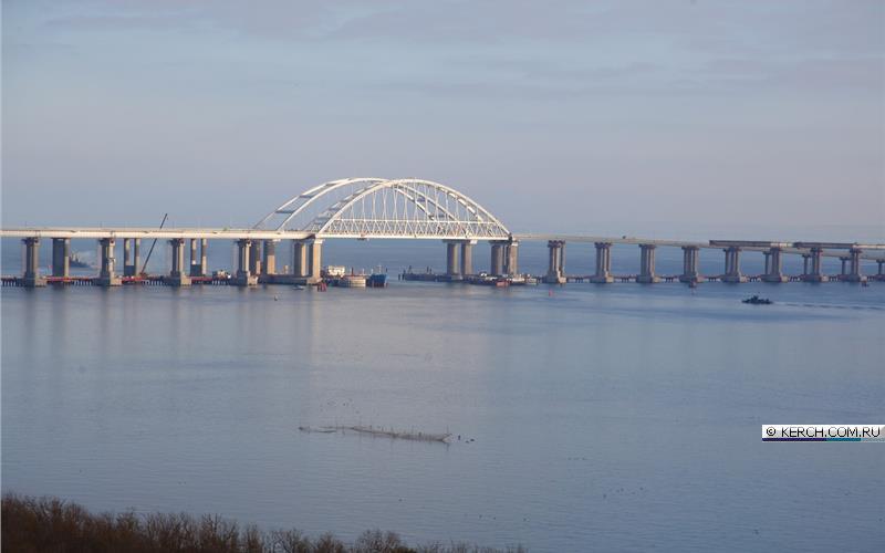 РФ заблокировала проход под Крымским мостом