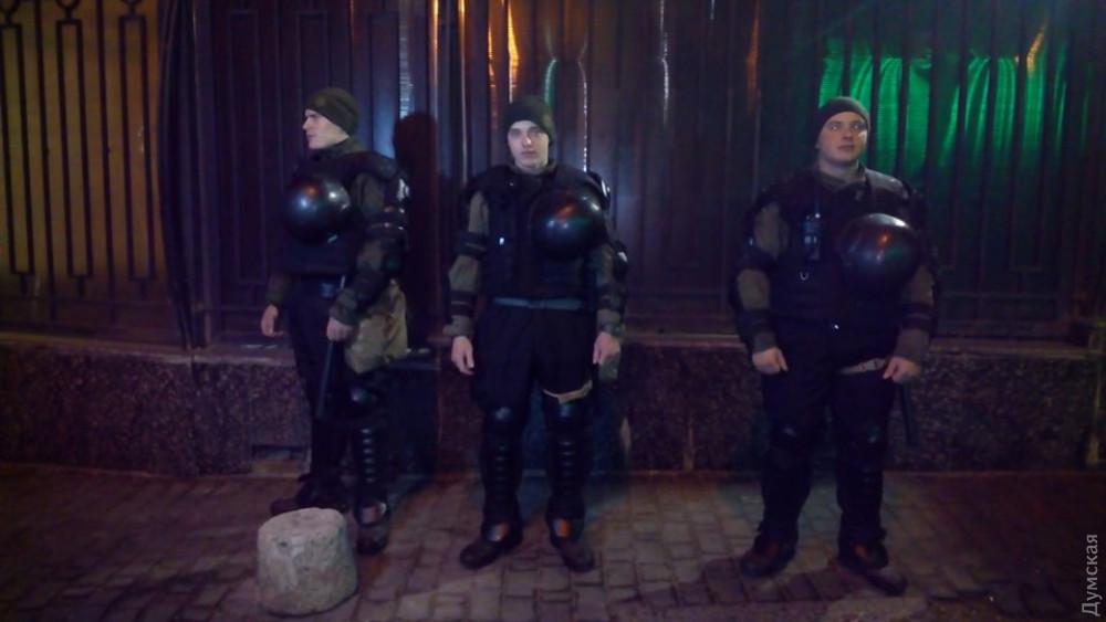 В Одессе активисты провели акцию под генконсульством России из-за агрессии страны на Азове