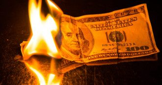 доллар горит
