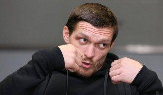 Александр Усик вернулся в Украину и дал пресс-конференцию