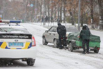 К середине ноября 30% водителей не сменили летнюю резину на зимнюю / Фото: УНИАН