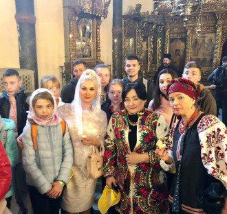 Юные украинцы увиделись в Стамбуле с Варфоломеем / Фото: Facebook/Екатерина Бужинская