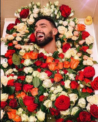 Фанаты подумали, что певец опубликовал снимок со своих похорон / Фото: Instagram/Виталий Козловский
