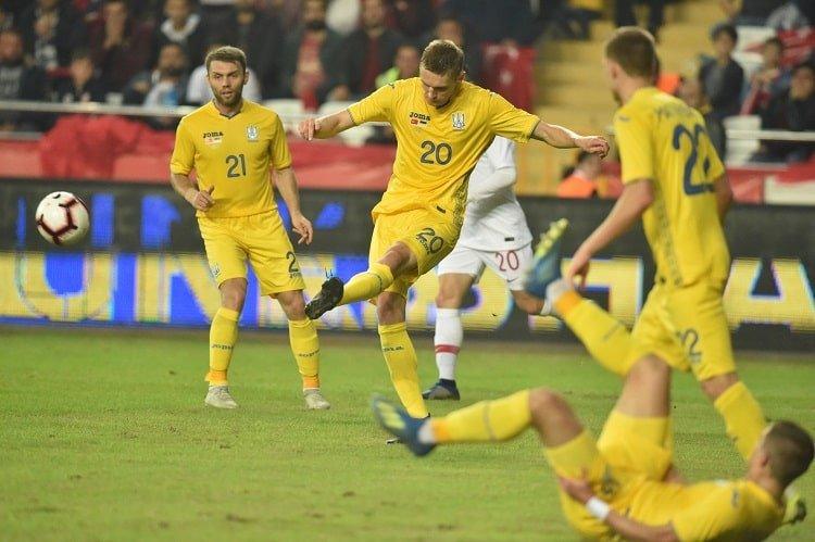 Сборная Украины не поразила ворота Турции, но и не позволила забить гол в свои
