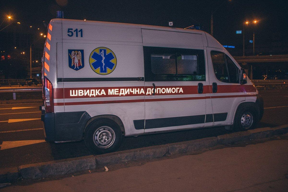 В Киеве возле метро нашли мертвым мужчину