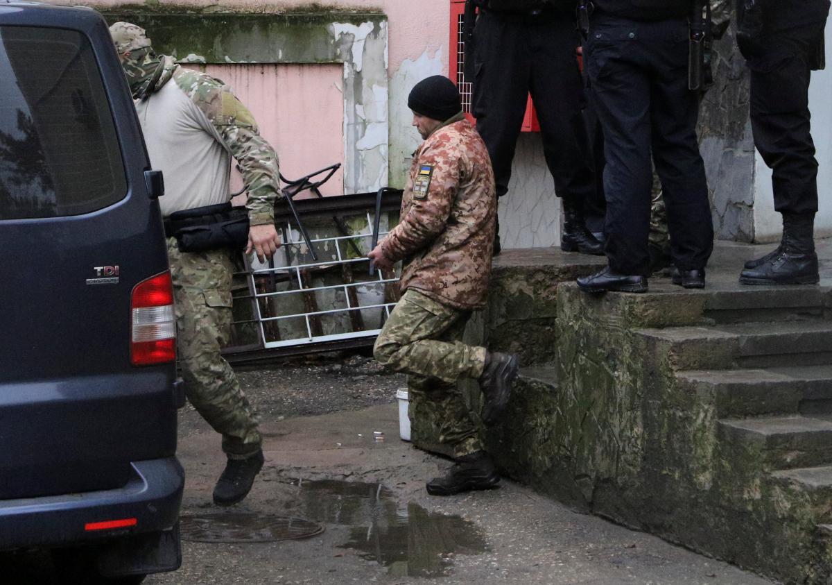 Захват моряков — В России 13-ти пленным украинским морякам предъявили окончательное обвинение, сообщил адвокат