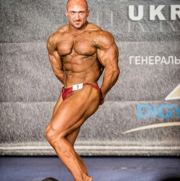 Абсолютный чемпион Украины по бодибилдингу Слава Галицкий сообщил, что золотое правило эффективного похудения — не есть после 18:00