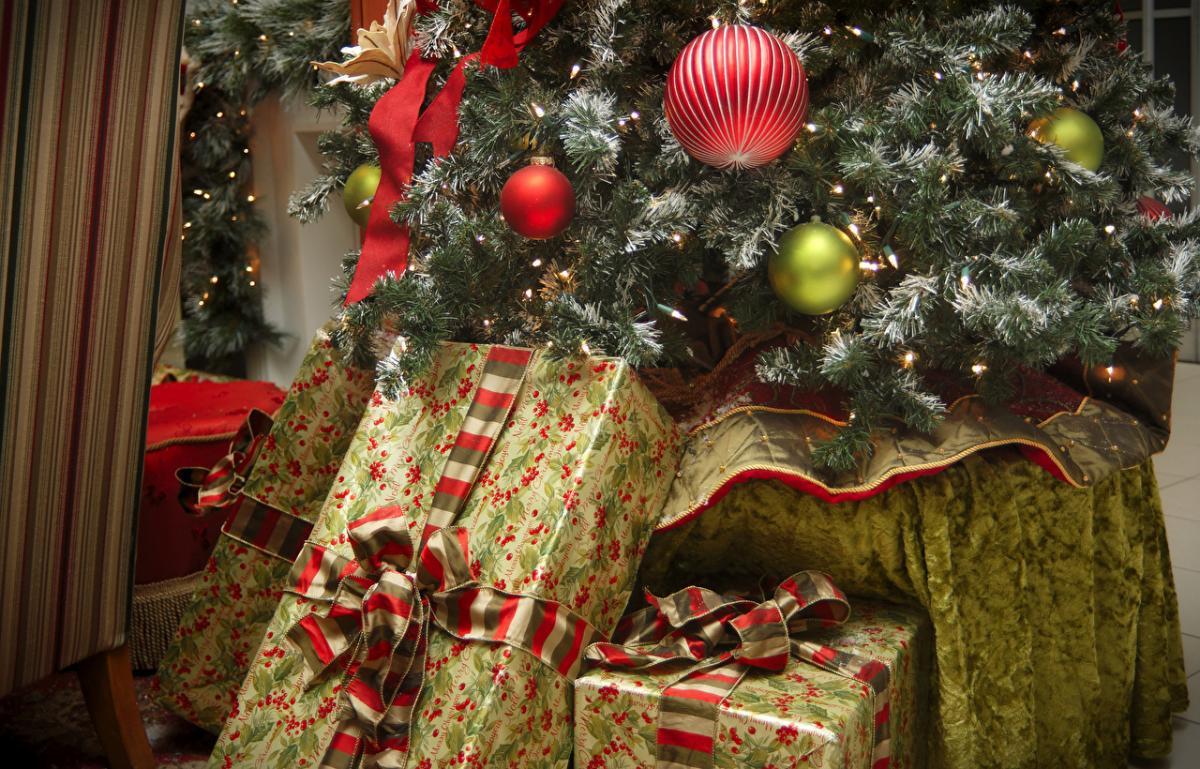 праздники_Новый год_елка_ель_подарки