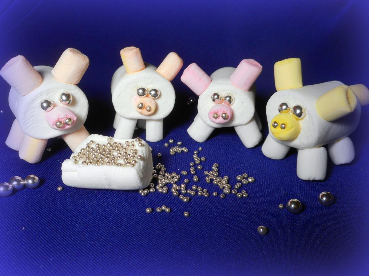 Главред выбрал лучшие рецепты новогодних тортов и объяснил, как сделать украшения для тортов в виде свинок