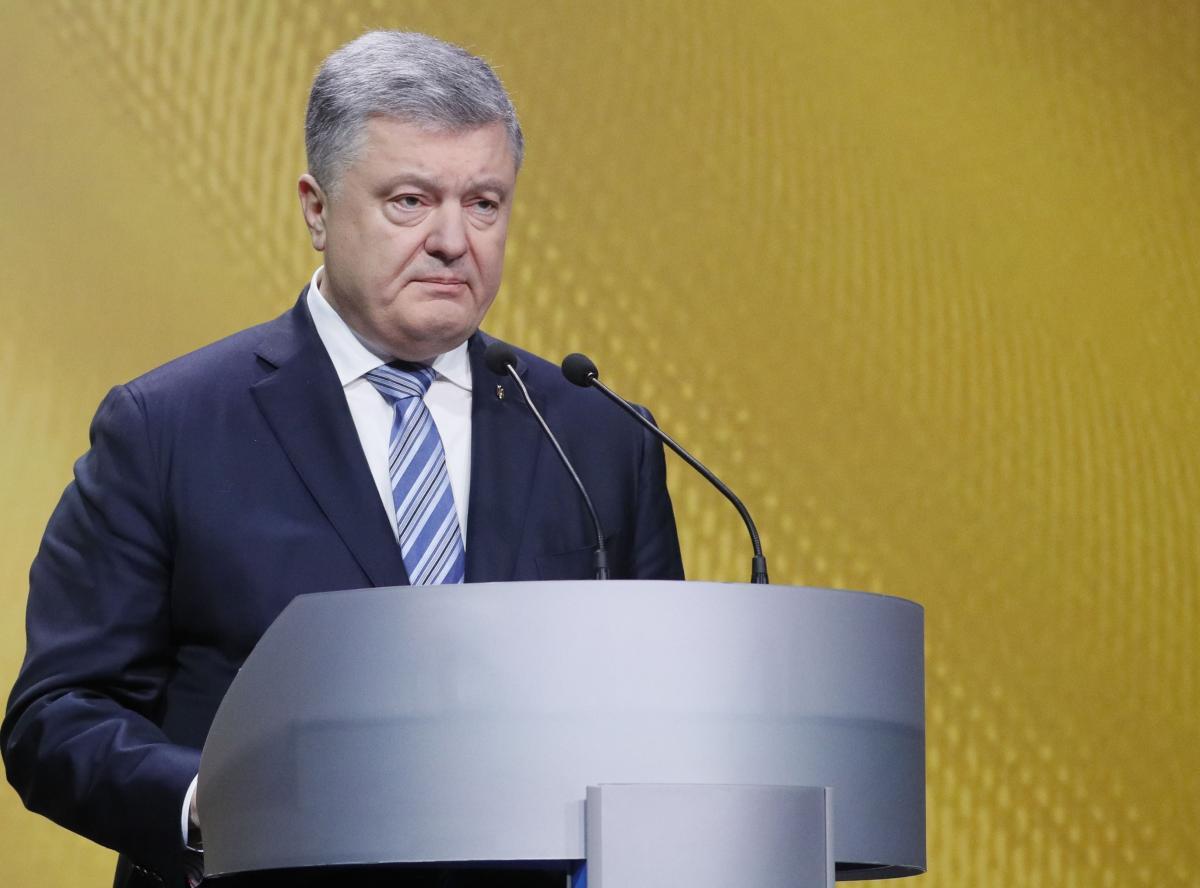 Дипломат сообщил, что военное положение позволило Петру Порошенко, в частности, переключить внимание с позорной ситуации в Керченском проливе