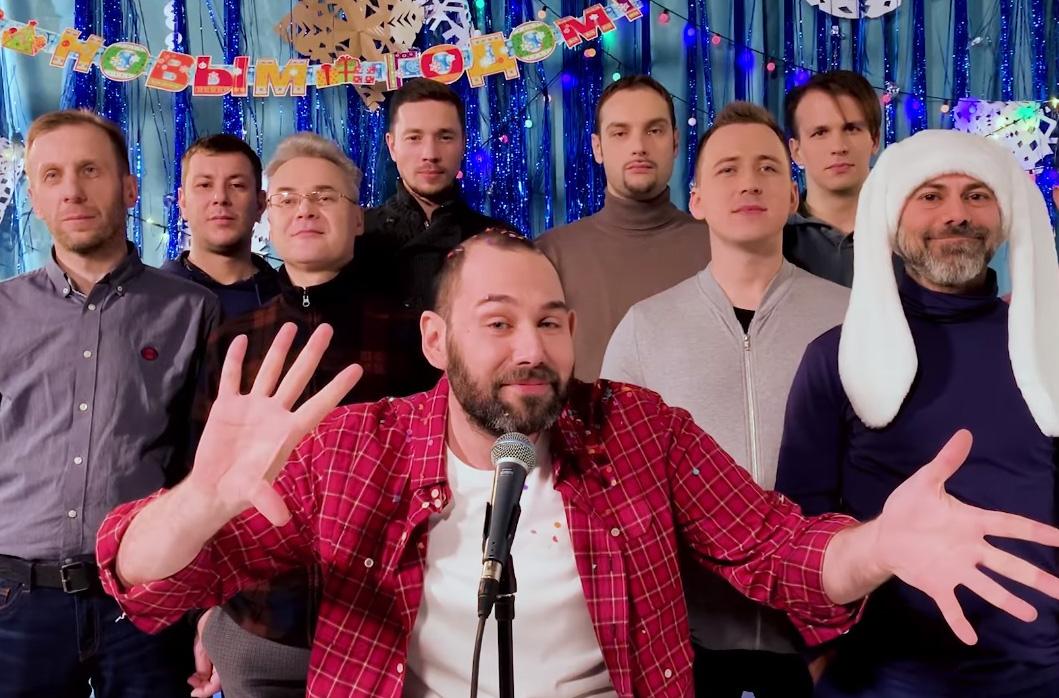 «Это пи**ец, чуть несдохли»: Слепаков исполнил жизнеутверждающую песню про новый год