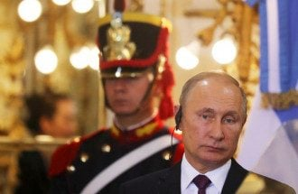 Дмитрий Песков сообщил, что у Владимира Путина нет смартфона, поскольку его наличие равнозначно полной прозрачности